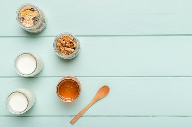 Bovenaanzicht gezond ontbijt ingrediënten
