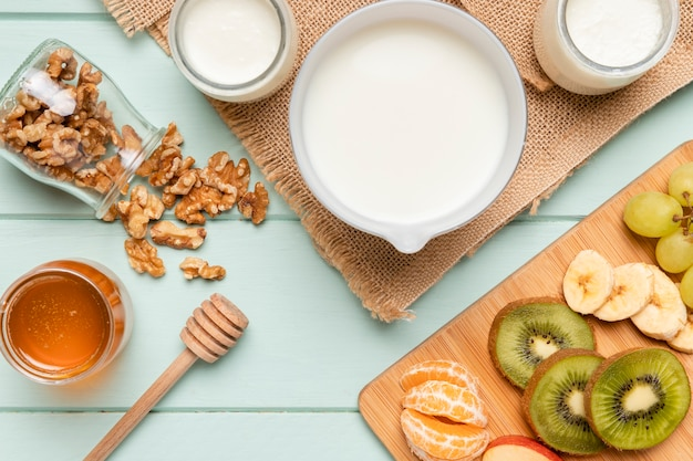 Bovenaanzicht gezond ontbijt met muesli