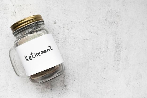 Bovenaanzicht glazen pot voor besparingen