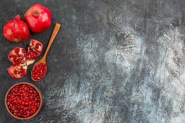Bovenaanzicht granaatappel lepel granaatappel granaatappel zaden