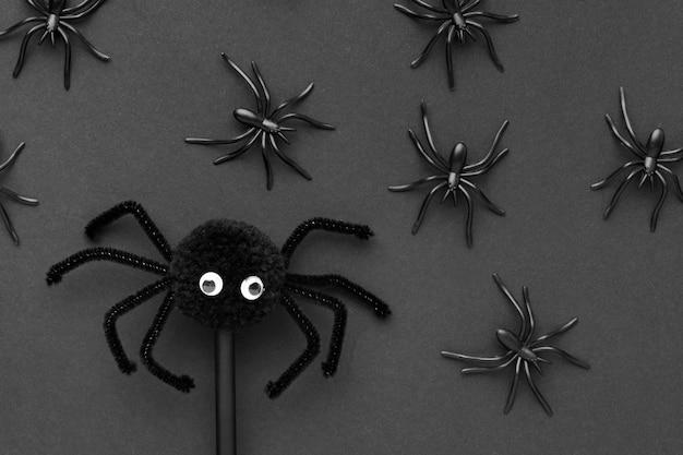 Bovenaanzicht griezelig halloween-concept met spinnen