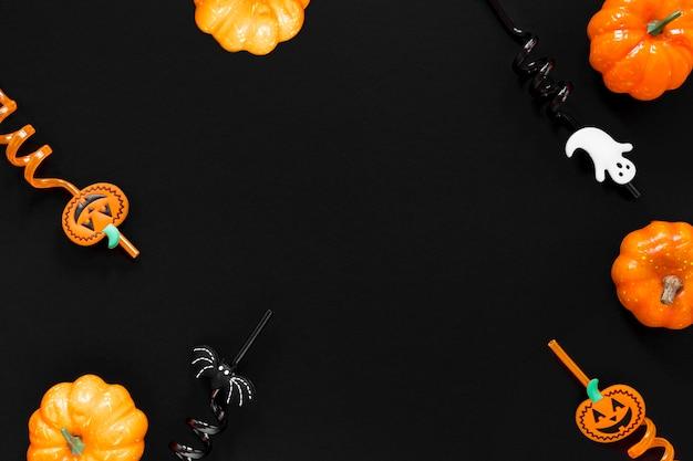 Bovenaanzicht griezelige halloween-elementen met kopie ruimte