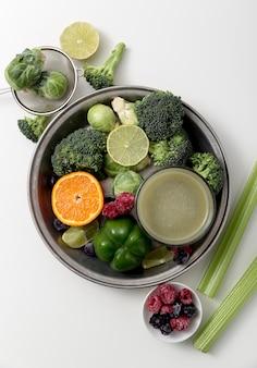 Bovenaanzicht groene smoothie arrangement
