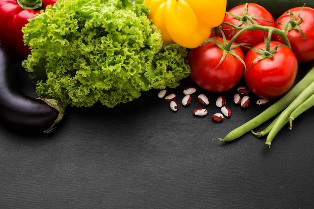 Bovenaanzicht groenten arrangement met kopie ruimte
