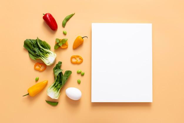 Bovenaanzicht groenten met lege rechthoek
