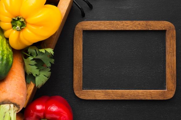 Bovenaanzicht groentenassortiment met frame