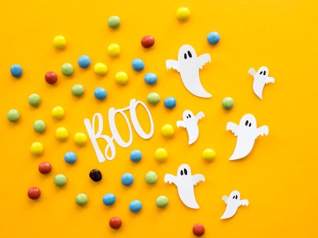 Bovenaanzicht halloween concept met snoepjes