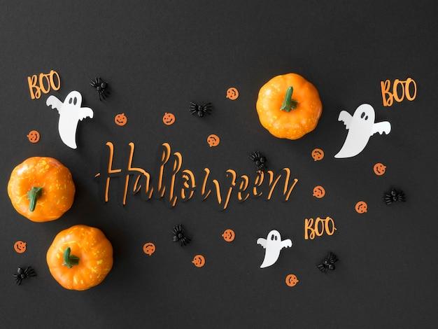 Bovenaanzicht halloween pompoenen op tafel