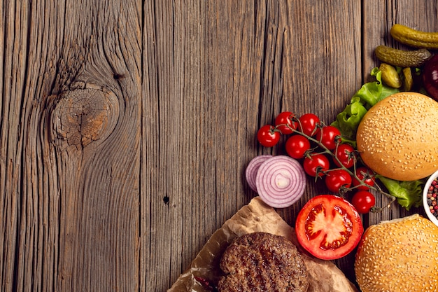 Bovenaanzicht hamburger ingrediënten frame