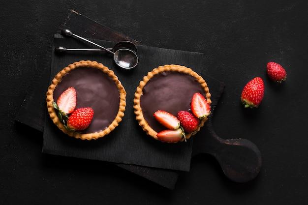 Bovenaanzicht heerlijk dessert klaar om te worden geserveerd