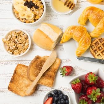 Bovenaanzicht heerlijk ontbijt