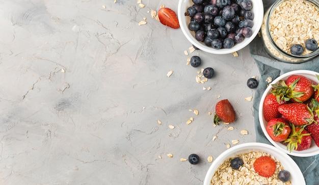 Bovenaanzicht heerlijk zelfgemaakt ontbijt met kopie ruimte
