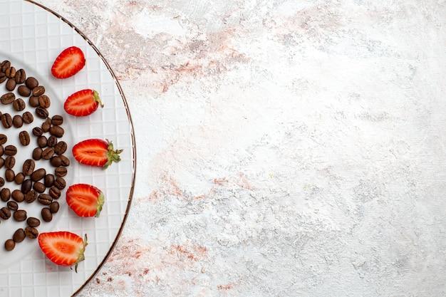Bovenaanzicht heerlijke chocoladekoekjes met chocoladeschilfers op witte achtergrond koekjes suiker zoete bak cakekoekjes