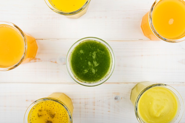 Bovenaanzicht heerlijke citrus smoothies