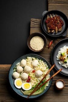 Bovenaanzicht heerlijke indonesische bakso