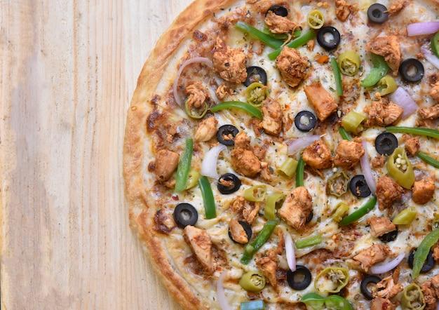 Bovenaanzicht heerlijke pizza