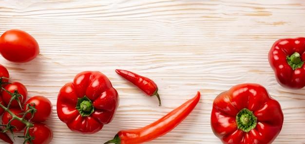 Bovenaanzicht heerlijke rode groenten frame