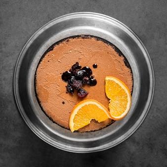 Bovenaanzicht heerlijke zelfgemaakte cake met rozijnen