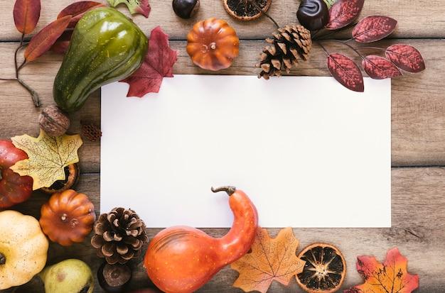 Bovenaanzicht herfst arrangement met kopie ruimte