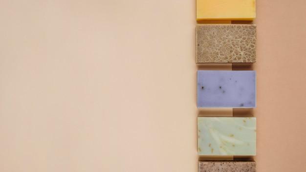 Bovenaanzicht home spa-accessoires en zeep