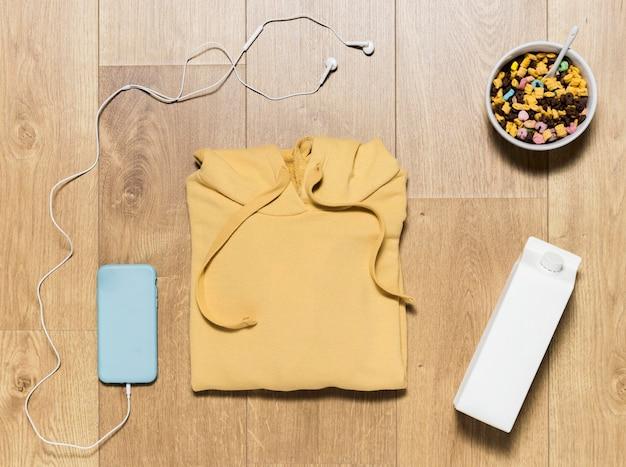 Bovenaanzicht hoodie met granen en melk