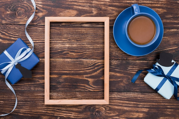 Bovenaanzicht houten achtergrond en frame vaderdag