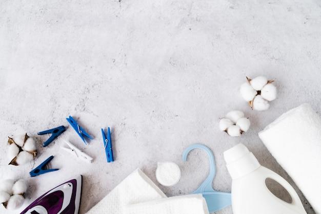 Bovenaanzicht huis houden items met kopie ruimte