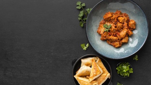 Bovenaanzicht indiaas eten frame met kopie-ruimte