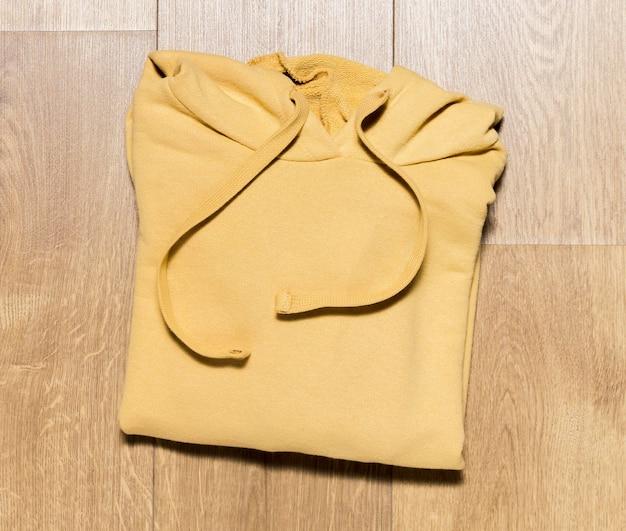 Bovenaanzicht ingepakte hoodie