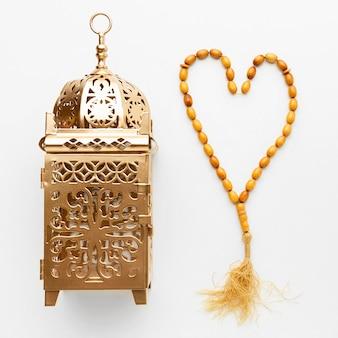 Bovenaanzicht islamitisch nieuwjaar concept met misbaha