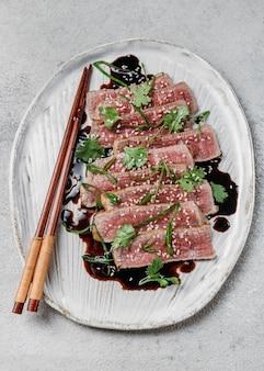 Bovenaanzicht japans maaltijdarrangement