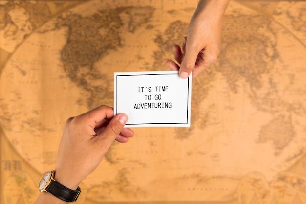 Bovenaanzicht kaart met positief bericht
