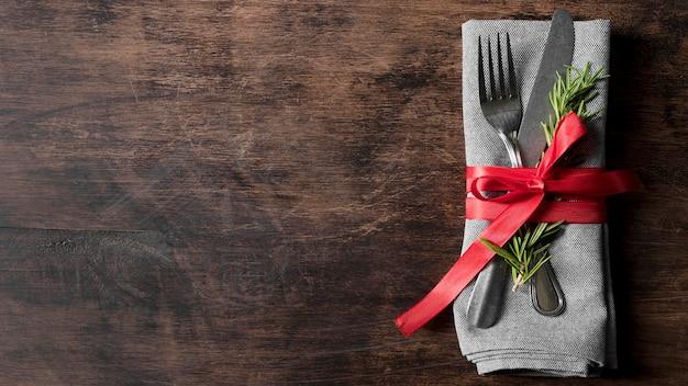 Bovenaanzicht kerst servies arrangement met kopie ruimte