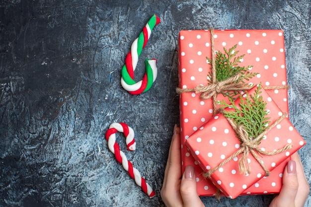 Bovenaanzicht kerstcadeaus