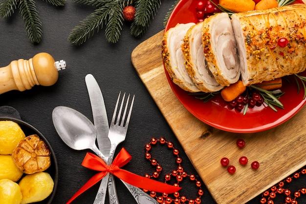 Bovenaanzicht kerstmaaltijd arrangement