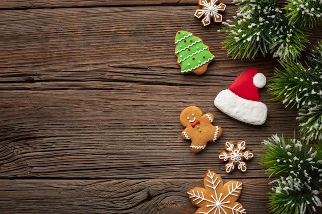 Bovenaanzicht kerstmis frame op houten tafel