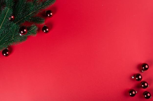 Bovenaanzicht kerstversiering op tafel