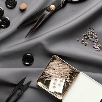 Bovenaanzicht kleermakersitems op zijde