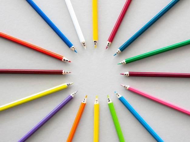 Bovenaanzicht kleurpotloden vormen cirkelvorm