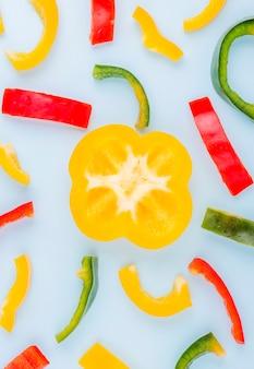 Bovenaanzicht kleurrijke assortiment paprika