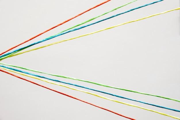 Bovenaanzicht kleurrijke naaigaren