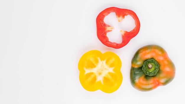 Bovenaanzicht kleurrijke paprika met kopie ruimte