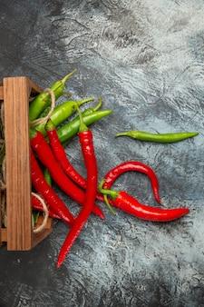 Bovenaanzicht kleurrijke pittige paprika's