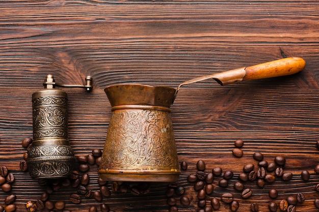 Bovenaanzicht koffie accessoires op de tafel