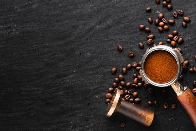 Bovenaanzicht koffie knoeien met kopie ruimte