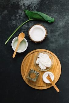 Bovenaanzicht kokosproducten opgezet