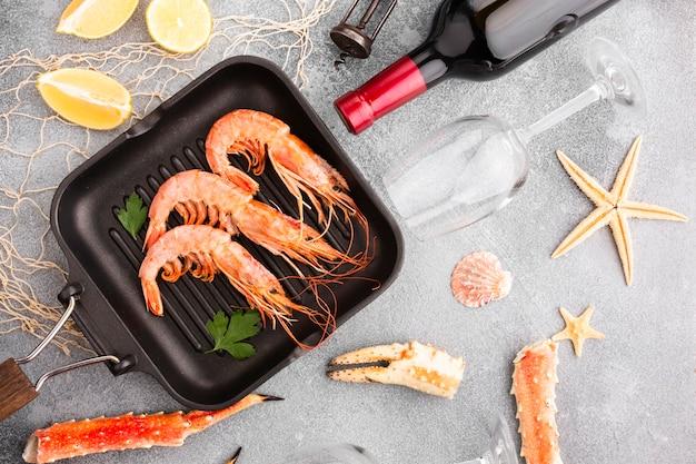 Bovenaanzicht kookproces van zeevruchten