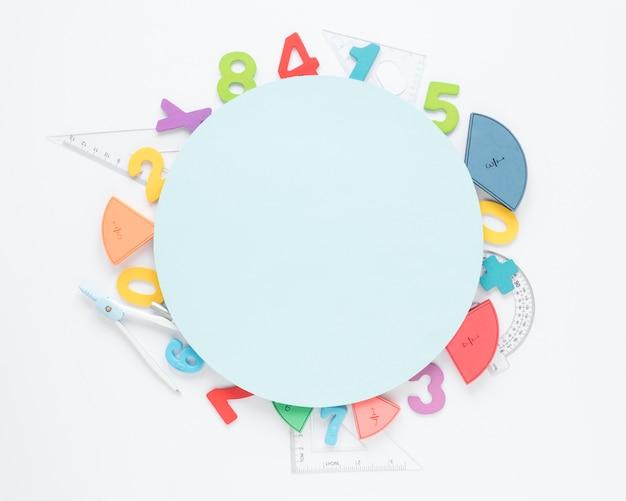 Bovenaanzicht kopie ruimte met cirkelvormige nummers