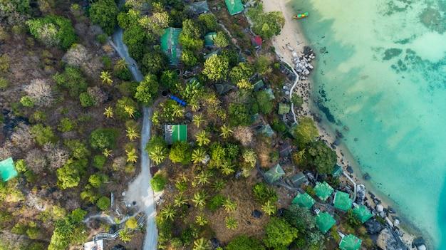 Bovenaanzicht landschap van prachtige tropische zee in de zomer
