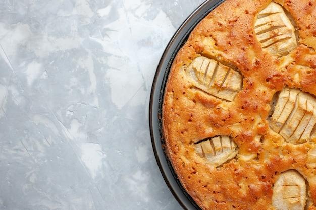 Bovenaanzicht lekker appeltaart zoet gebakken in pan op het witte bureau taart cake koekje zoete suiker bakken
